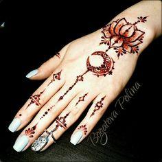 Tattoo Lotus Moon Henna Ideas For 2019 Henna Tattoo Hand, Hand Tattoos, Henna Body Art, Henna Art, Finger Tattoos, Body Art Tattoos, Mandala Tattoo, Henna Hand Designs, Beautiful Henna Designs