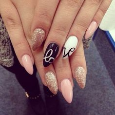 Uñas para el 14 de febrero Love is in the air.especially with these nails on!Love is in the air.especially with these nails on! Get Nails, Fancy Nails, Trendy Nails, Love Nails, Pointed Nails, Stiletto Nails, Almond Nails Designs, Uñas Fashion, Almond Shape Nails