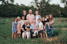 Families come in all shapes and sizes, so use this posing inspiration post when having to photograph large families of 6 or more people.