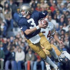 Joe Montana at Notre Dame. Nd Football, College Football Players, Notre Dame Football, School Football, Football Quotes, Football Uniforms, Nfl Sports, Sports Stars, Noter Dame