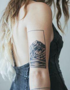 Idée tatouage : un paysage en noir et blanc
