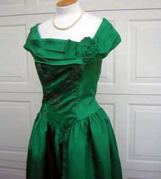 Vintage 80s Green Taffeta Party Dress  Boned by DecadencePast, $132.00