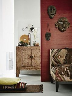 Display your souvenirs! New interior trend Modern Nomad - www. Modern Decor, Boho Interior, African Home Decor, Decor, Trending Decor, Home, Interior, African Interior Design, African Inspired Decor