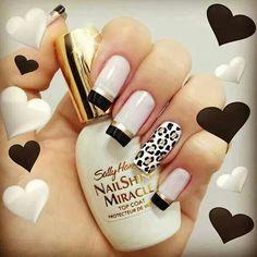 French Nails unghie quadrate con french nero e oro