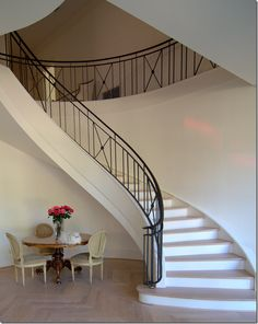 Looking for Staircase Design Inspiration? Check out our photo gallery of Modern Stair Railing Ideas. Modern Stair Railing, Stair Railing Design, Iron Stair Railing, Wrought Iron Stairs, Modern Stairs, Railing Ideas, Iron Staircase, Staircase Railings, Curved Staircase