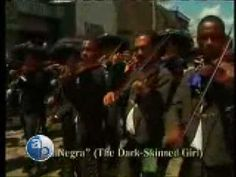 Es un video sobre la historia de los grupos de mariachi. Es un tipo de musica y banda de méxico. -Ivan Davis