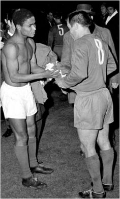"""""""🇵🇹 celebrate their birthday today! 🥳 With the likes of Eusebio, Mario Coluna & Antonio Simoes, they reached five European Cup finals in the winning both the 1961 and 1962 titles 🏆🏆 Were they the 🔝 team of the Football Icon, Football Love, European Cup, Sport 2, Sports Clubs, Real Madrid, Che Guevara, Soccer, Couple Photos"""