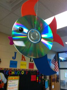 Fish made from recycled CD's using foam for my computer lab. Classroom Crafts, Classroom Themes, Classroom Activities, Classroom Organization, Cd Crafts, Fish Crafts, Crafts For Kids, Elementary Computer Lab, Computer Class