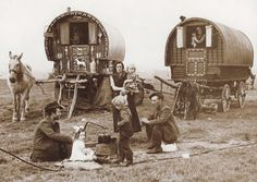 Site devoted to documenting historic Gypsy Roma traveller communities.