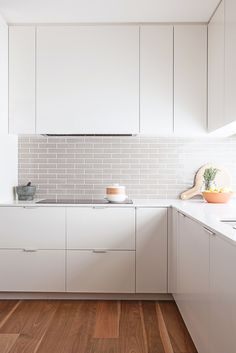 #Kitchen with #grey #tiles // Küche mit #grauen #Fliesen