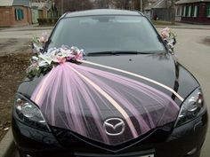 Wedding car decorations that don't involve paint on windows - ABSOLUTELY LOVE!!! So easy!