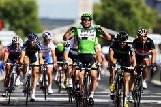 Mark Cavendish winning the Maillot Vert on Les Champs Elysees.