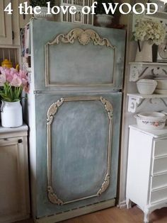 When planning the structure of your shabby elegant interior style procedure, Start with a neutral background. Paint walls a neutral color (white and c. Refrigerator Makeover, Paint Refrigerator, Painted Fridge, Painted Appliances, Farmhouse Furniture, Shabby Chic Furniture, Shabby Chic Decor, Furniture Vintage, Industrial Furniture