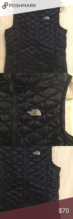 8a0b34023d5e7f Women's North Face Vest Thermoball AS IS LARGE Outside jacket looks good  one pocket has a