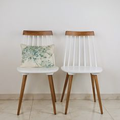 Decoración Vintage y Eco Chic Funky Furniture, Recycled Furniture, Refurbished Furniture, Furniture Makeover, Painted Furniture, Home Furniture, Refinished Chairs, Dining Chair Makeover, Diy Home Decor