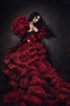 Stanislav Istratov - Fashion Photography - Conceptual - Fantasy - Couture - Red Queen - Queen Of Hearts - Dress - Alice In Wonderland Dark Beauty, Flamenco Dancers, Glamour, Mode Inspiration, Shades Of Red, Lady In Red, Beautiful Dresses, Ideias Fashion, Fashion Photography