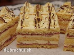 Ananásové rezy - Rezy sú výborné a vhodné hlavne na slávnostné príležitosti. Czech Desserts, Pecan Pralines, Czech Recipes, Cake Bars, Desert Recipes, Cake Cookies, Food Dishes, Nutella, Baked Goods