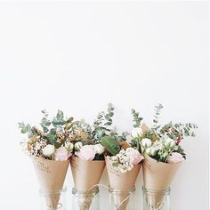 I love this idea of having mini bouquets of my bridal one to give out for people to take home!