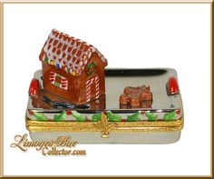 Gingerbread House on Holiday Tray (Beauchamp) Limoges Box Cute Box, Pretty Box, Jewelry Dresser, Music Boxes, Christmas Figurines, Pill Boxes, Tiny Treasures, Treasure Boxes, Little Boxes