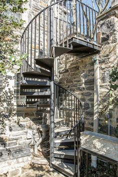 Spiral stairs exterior spiral stairs one day i would for Escaleras rusticas