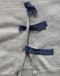-Loop Fasteners- Little loops give a sweater color and texture. Fold tape in half, and sew to placket, creating a loop. Push loop through buttonhole, and thread ends of tape Sewing Hacks, Sewing Tutorials, Sewing Crafts, Sewing Projects, Sewing Patterns, Sewing Tips, Knitting Projects, Diy Clothing, Sewing Clothes