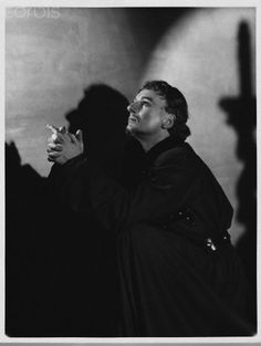 John Gielgud as Richard II - Photographed by Gordon Anthony in 1938 - Queen's Theatre, London