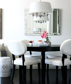 love this chic dining space!