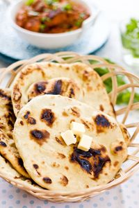 Naan is a popular Indian bread. This is an easy naan recipe that anyone can make at home. Fluffy and soft naan that goes great with Indian curry. Easy Asian Recipes, Easy Delicious Recipes, Indian Food Recipes, Vegetarian Recipes, Cooking Recipes, Tasty, Homemade Naan Bread, Recipes With Naan Bread, Homemade Tortillas