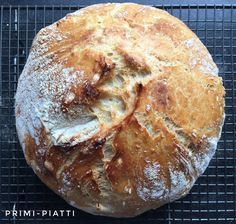 Bread from a pot, or bread with a crispy crust - Primi Piatti - Bread with crunchy crust Internet flooded a wave of recipes for bread from a pot. Polish Bread Recipe, Polish Recipes, Vegan Recepies, Vegetarian Recipes, Easy Cooking, Cooking Recipes, Bread Recipes, Cake Recipes, No Knead Bread