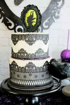 A Dessert Table inspired by Disney's Maleficent with purple glitter cake pops, candy apples, damask, black crows, silhouette cookies + dragons with purple eyes Maleficent Birthday Party, Disney Birthday, Birthday Party Themes, Birthday Cakes, Birthday Ideas, 13th Birthday, Maleficent Cake, Disney Maleficent, Disney Villains