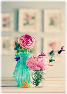 色のバランスの理想 壁紙 ローズ 本棚 マリー カーテン フランボワーズ的 オールドローズ たま色は全体にパステルにしてマリー色 ピンク ピスターシュ