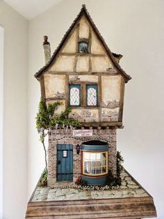 Long-time dealer Shellie Kazan operates Shellie's Miniature Mania in San Carlos, CA. She specializes in handcrafted artisan made miniatures. Vitrine Miniature, Miniature Rooms, Miniature Houses, Clay Houses, Doll Houses, Cardboard Houses, Doll House Crafts, Medieval Houses, Modern Dollhouse