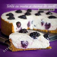 Tart with berries and yogurt cream Healthy Cook Books, Healthier Together, Beautiful Desserts, Eat Dessert First, Yogurt, Nom Nom, Berries, Cheesecake, Sweets