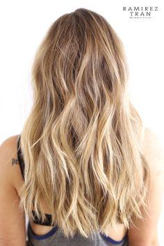 Carmel Blonde Hair Color, Blonde Hair Looks, Brown Blonde Hair, Blond Rose, Blond Ombre, Balayage Hair Blonde, Vog Coiffure, Hair Inspo, Hair Inspiration
