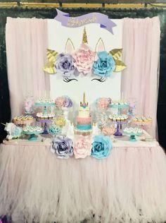 decoracion de mesa principal fiesta de unicornio (13)
