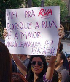Essa é a polícia que queremos! A Comandante do Policiamento de Belo Horizonte, Coronel Cláudia Romualdo, CONTRARIOU liminar que proibia manifestações de fechar as ruas durante a Copa das Confederações, e, hoje, sob sua orientação, POLICIAIS FECHARAM RUAS E ABRIRAM CAMINHO PARA OS OITO MIL MANIFESTANTES PRESENTES. O que resultou, naturalmente, num protesto pacífico, com total ausência de confrontos. Meus sinceros parabéns.