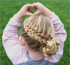 coiffure petite fille tresse avec chignon pour cheveux longs blonds #hairstyles #girls