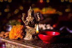 உப்பை இலவசமாக கொடுக்க கூடாததற்கு காரணம் Diwali Goddess, Indian Goddess, Goddess Lakshmi, Indian Prayer, Full Moon Night, Symbolic Representation, Sanskrit Words, Diwali Festival, Divine Light