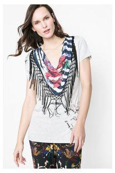 T-shirt com gola dobrada e franjas Desigual. Descobre a coleção primavera/verão 2016!