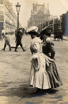 Belle Epoque Fashion- Vintage photos glimpse into Paris Street Fashion Styles 1905 to 1908 Vintage Paris, Old Paris, Old London, Belle Epoque, Vintage Pictures, Old Pictures, Old Photos, Edwardian Era, Edwardian Fashion