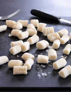 Soft, tender and delicate dumplings, gluten free potato gnocchi make for a hearty meal no matter how you cook and serve them. Gnocchi Sans Gluten, Gluten Free Pasta, Gluten Free Baking, Gluten Free Desserts, Dairy Free Recipes, Vegan Gluten Free, Vegan Recipes, Potato Gnocchi Recipe, Gnocchi Recipes