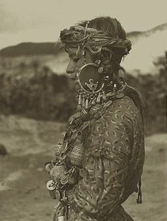 Sepia girl / Moroccan woman photographed by Jean Besancenot in 1935