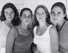 LensCulture - Contemporary Photography: Four sisters, portrait every year for 40 years.