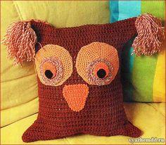 Декоративная подушка в виде совы, связанная крючком. Подробное описание вязания плюс схемы отдельных элементов.