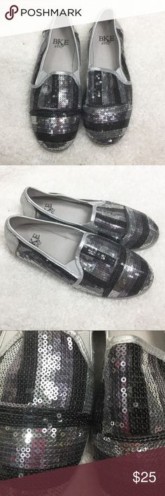 BKE SOLE KINDER SHOES GUC. Color is silver/pewter/black. This is a Buckle exclusive. BKE Shoes Flats & Loafers