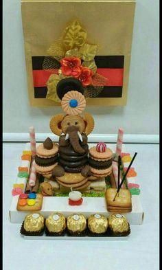 Arti Thali Decoration, Ganapati Decoration, Decoration For Ganpati, Diy Home Crafts, Creative Crafts, Crafts For Kids, Food Crafts, Biscuit Decoration, Food Decoration