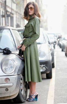 ¿Qué les parece esta gabardina verde Fashion fans?