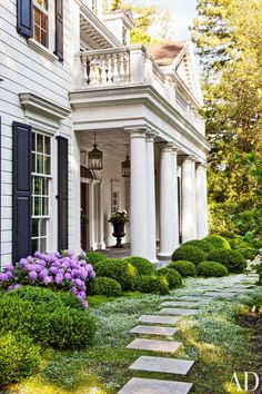 A Colonial Revival Residence in California Provides the Perfect Homebase for a Young Family - Architectural Digest Architectural Digest, Exterior Tradicional, Traditional Exterior, Traditional Kitchens, Garden Features, Exterior Design, Exterior Paint, Modern Exterior, Curb Appeal