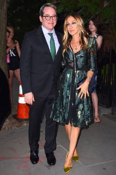 20 June Sarah Jessica Parker wore an elegant floral dress as she joined her husband, Matthew Broderick at a Hilary Clinton Fundraising event. - HarpersBAZAAR.co.uk