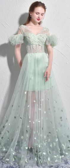 robe sexy verte brodée et orné de plumes Tulle, Victorian, Skirts, Wedding, Dresses, Fashion, Sexy Evening Dress, Feathers, Dress Ideas